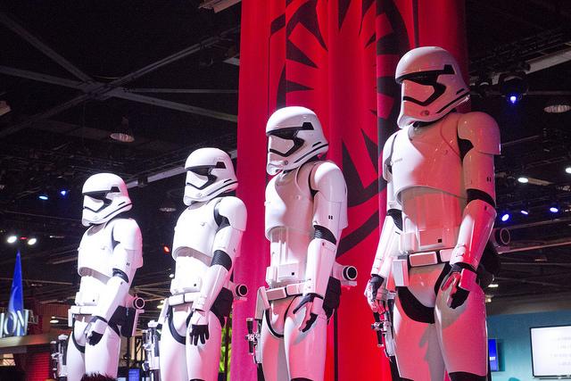 Star_Wars_Das_Erwachen_Der_Macht_First_Order_Stormtrooper_Film_Filmkritik