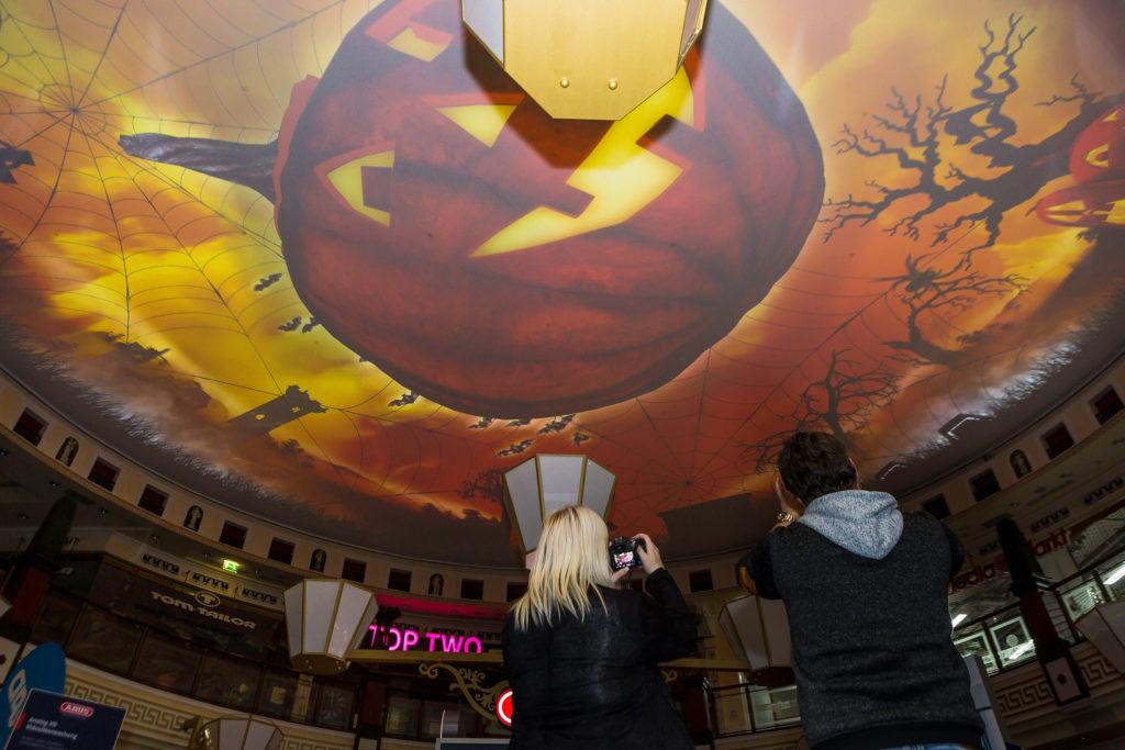 Halloween-Himmel im Schloss